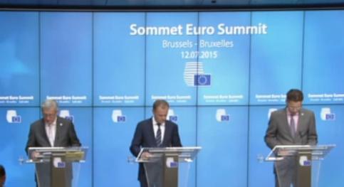 EU-kommissionsformand Jean-Claude Juncker, rådsformand Donald Tusk og euroformand Jeroen Dijsselbloem fremlægger den euro-græske redningsplan. (Skærmdump)